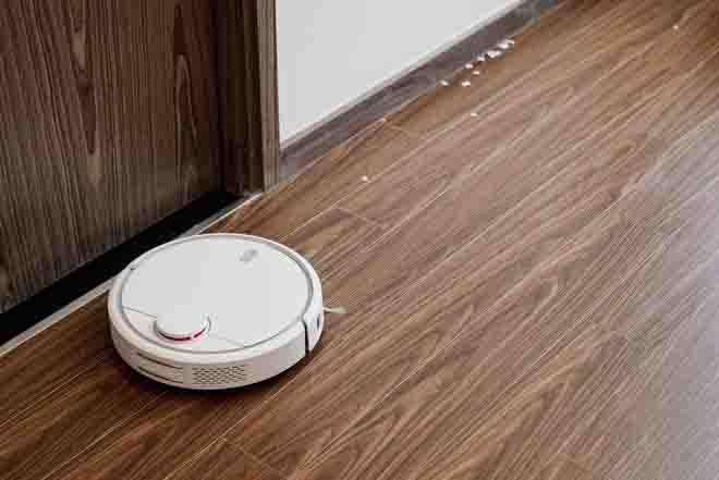 Trải nghiệm 1 tuần dùng robot hút bụi của cô gái chả biết gì về công nghệ và 2 em mèo